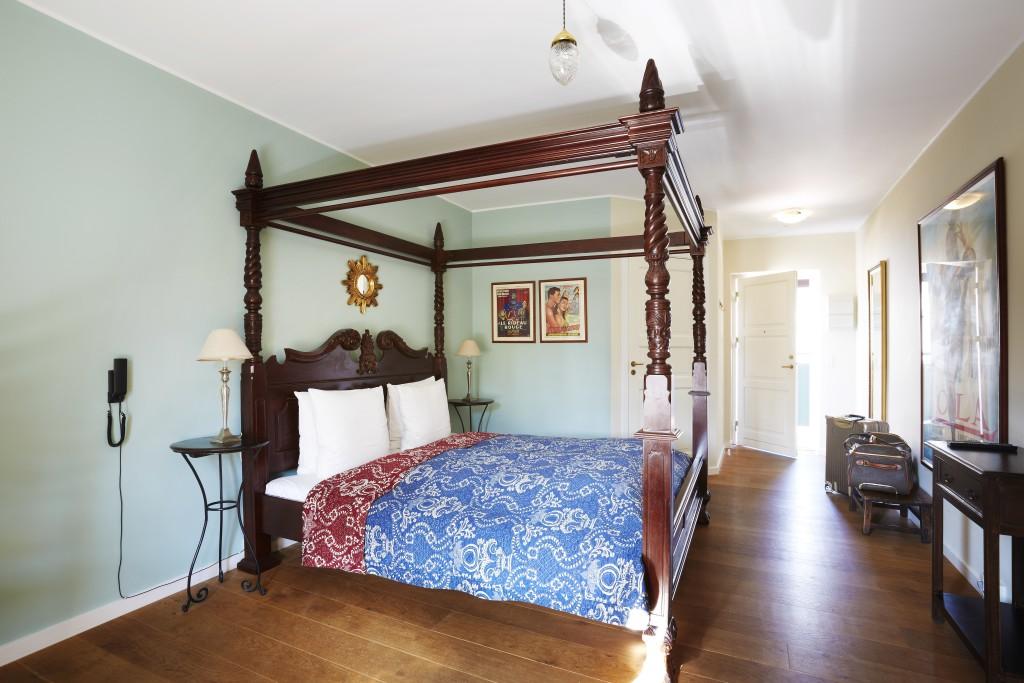 2-Villa-Provence-room