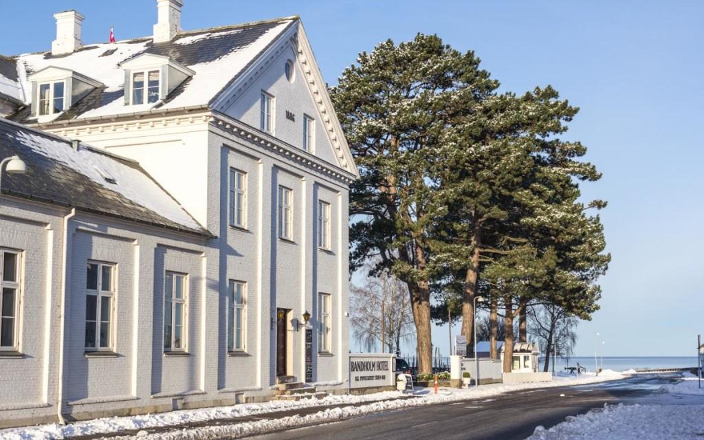 6-Bandholm_vinter_hotellet_fra_siden