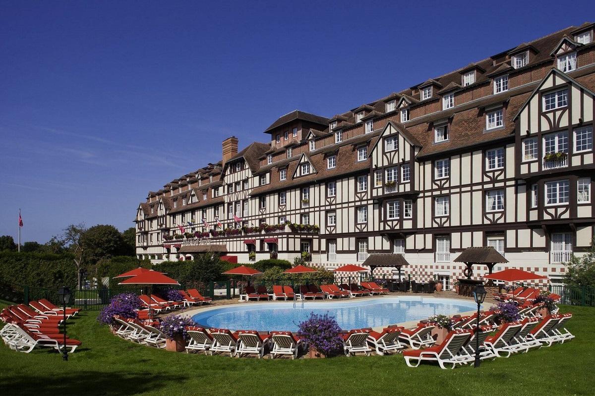 hoteldugolf_exterior